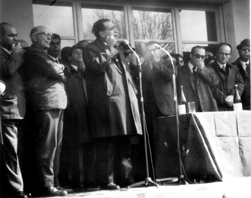 Discorso pubblico insieme ad altri componenti della Giunta regionale